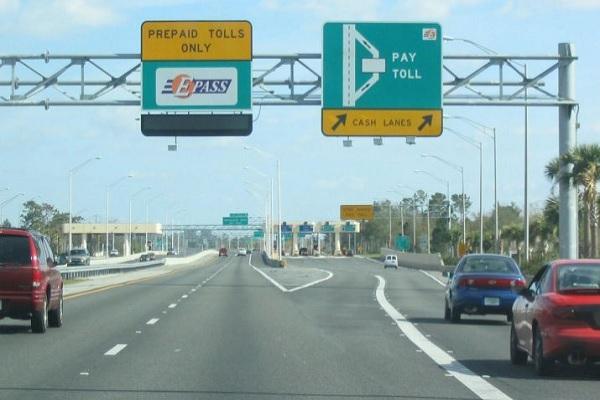 राष्ट्रीय राजमार्गों पर इलेक्ट्रॉनिक तरीके से टोल संग्रह के लिये अधिकारी तैनात करेगा केंद्र