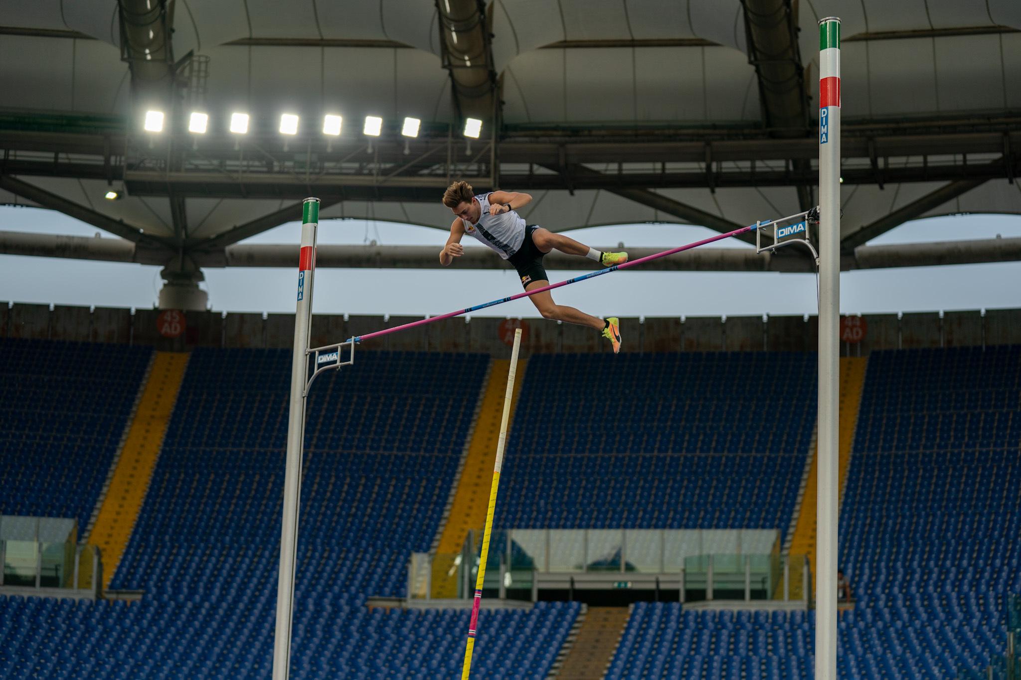 पोल वॉल्टर अर्मांड ने बुबका का 26 साल पुराना विश्व रिकॉर्ड तोड़ा, स्वीडिश खिलाड़ी ने 6.15 मीटर ऊंची छलांग लगाई